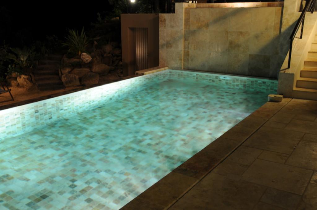 piscine mur d eau sarl bonnois. Black Bedroom Furniture Sets. Home Design Ideas